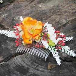 květinový hřebínek, ozdoba do vlasů, látkové květiny v letních barvách,doplněno lístky a bobulemi