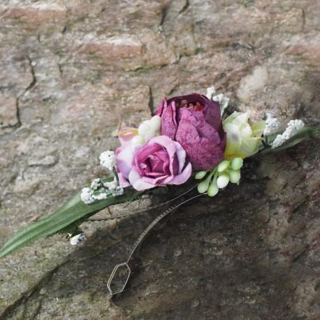 spona do vlasů, zdobená umělými kvítky pryskyřníku a drobných růžiček