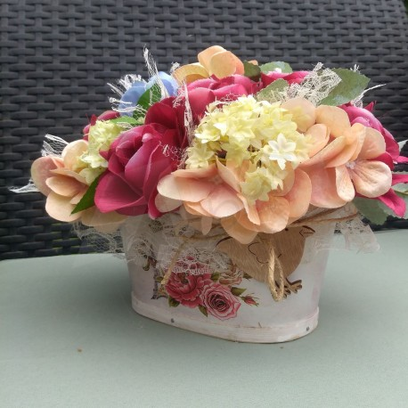 letní košík, látkové květy růží, hortenzií a kaliny
