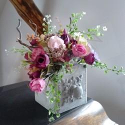 dekorace do interiéru, na stůl, na parapet ...  dřevěný šuplíček s patinou  aranžovaný látkovými květy drobných růžiček  doplněn